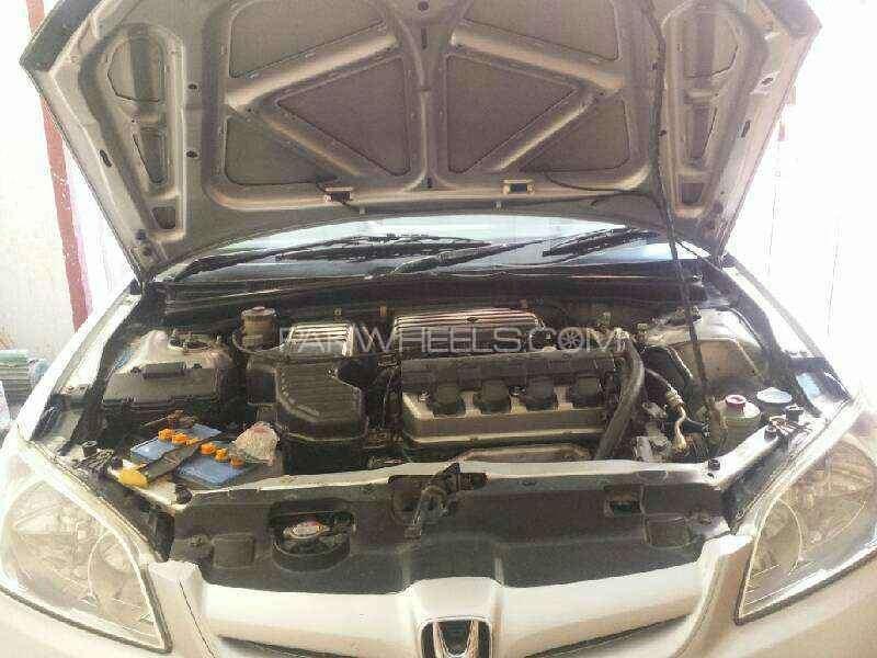 Honda Civic EXi 2005 Image-9