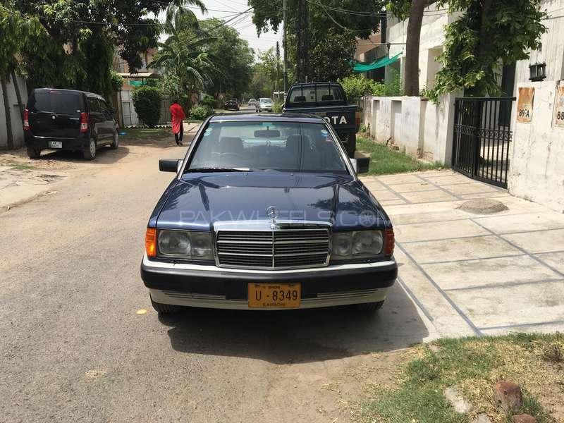 Mercedes Benz E Class E190 1990 Image-1