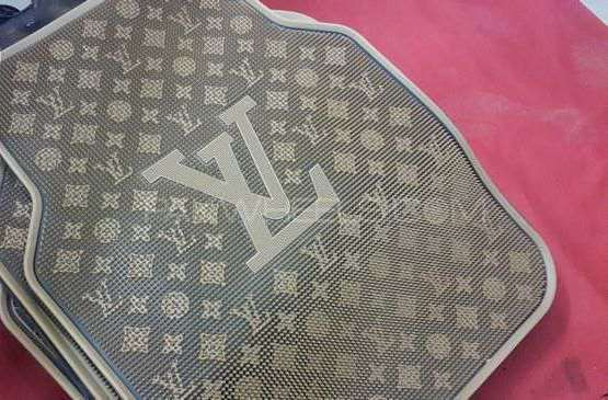 Louis Vuitton Mats Image-1