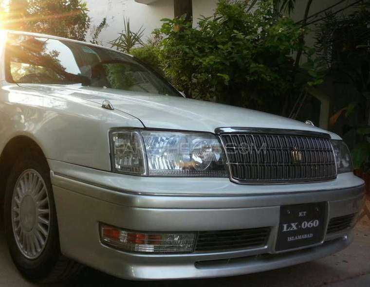 Toyota Crown Royal Saloon 1998 Image-1