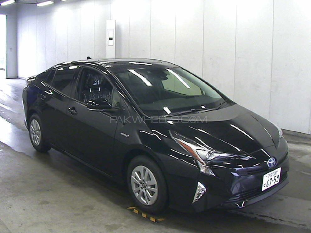 toyota prius s touring selection 1 8 2015 for sale in islamabad pakwheels. Black Bedroom Furniture Sets. Home Design Ideas