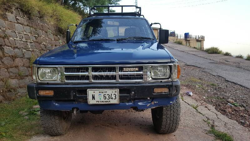 toyota hilux 4x4 double cab standard 1985 for sale in murree pakwheels. Black Bedroom Furniture Sets. Home Design Ideas