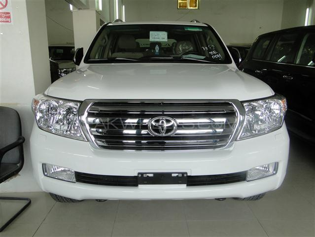 Land Cruiser V8 Model 2011 Complete Exterior Image-1