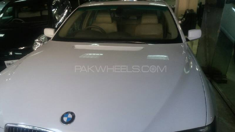 BMW 7 Series 745i 2004 Image-1