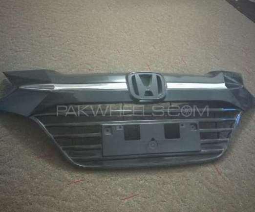 Front grill of Honda Vezel Image-1