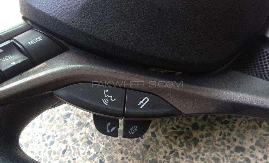 Honda Bluetooth buttons Image-1