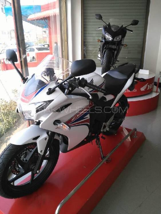 Honda CBR 150R 2016 Image-1