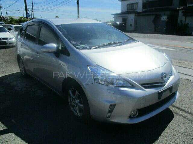 Toyota Prius Alpha G 2013 Image-1
