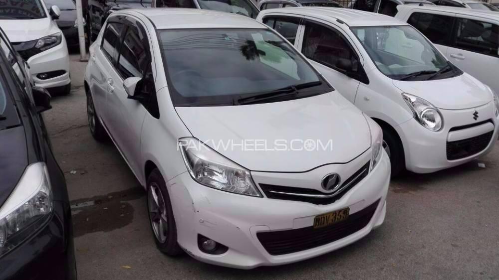 Toyota Vitz Jewela 1.0 2012 Image-1