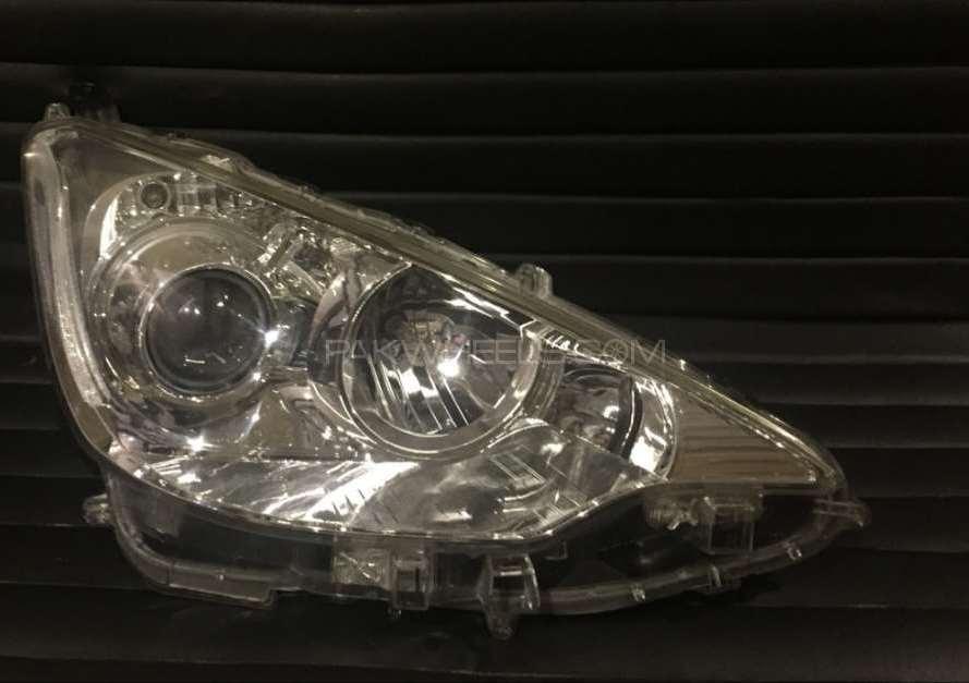 Aqua Headlight 2012 Image-1