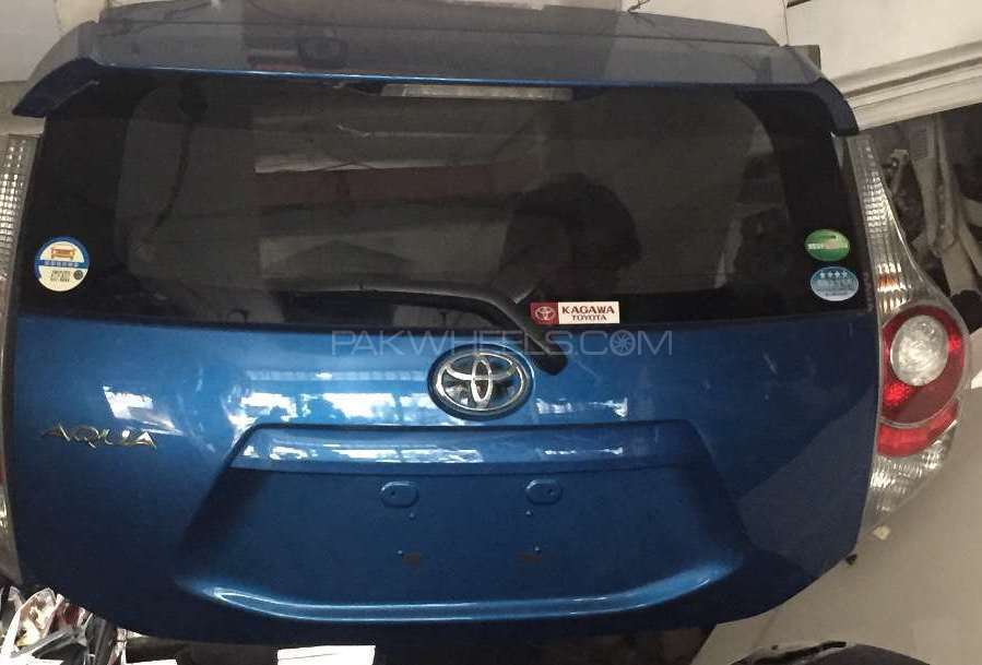 Toyota AQUA Trunk Image-1