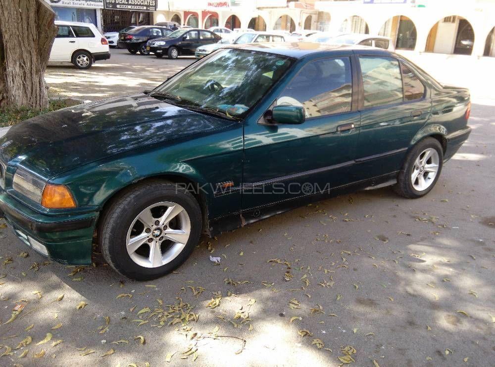 BMW 3 Series 1992 Image-1