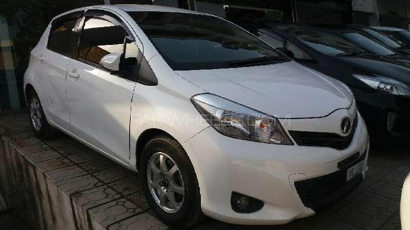 Toyota Vitz F 1.0 2012 Image-1