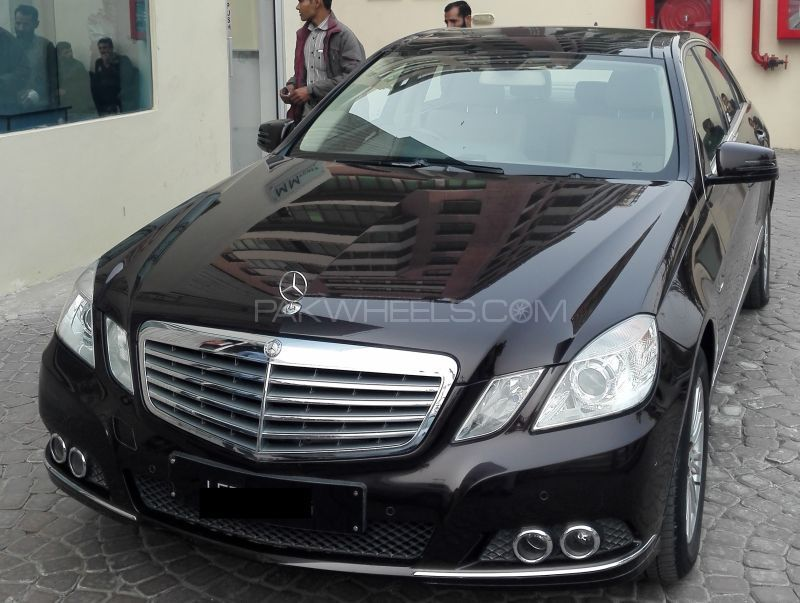 Mercedes Benz E Series 2011 Image-1