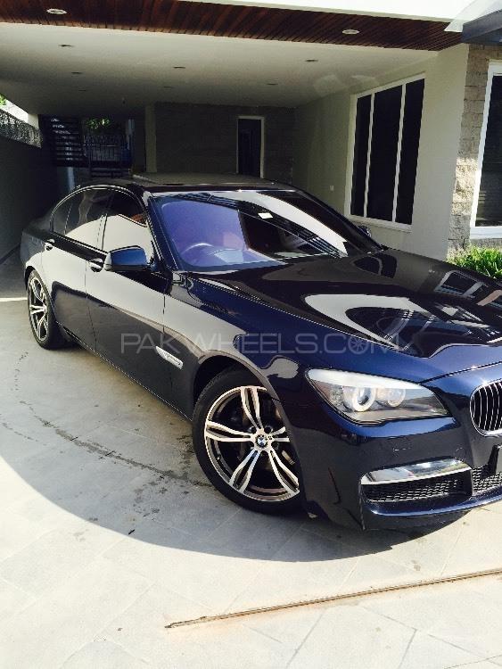 BMW 7 Series 2010 Image-1