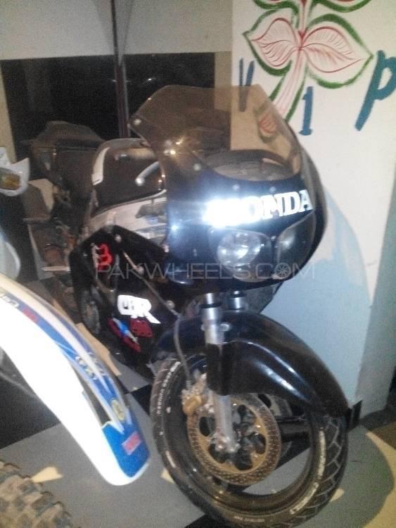 Honda CBR 400 1997 Image-1
