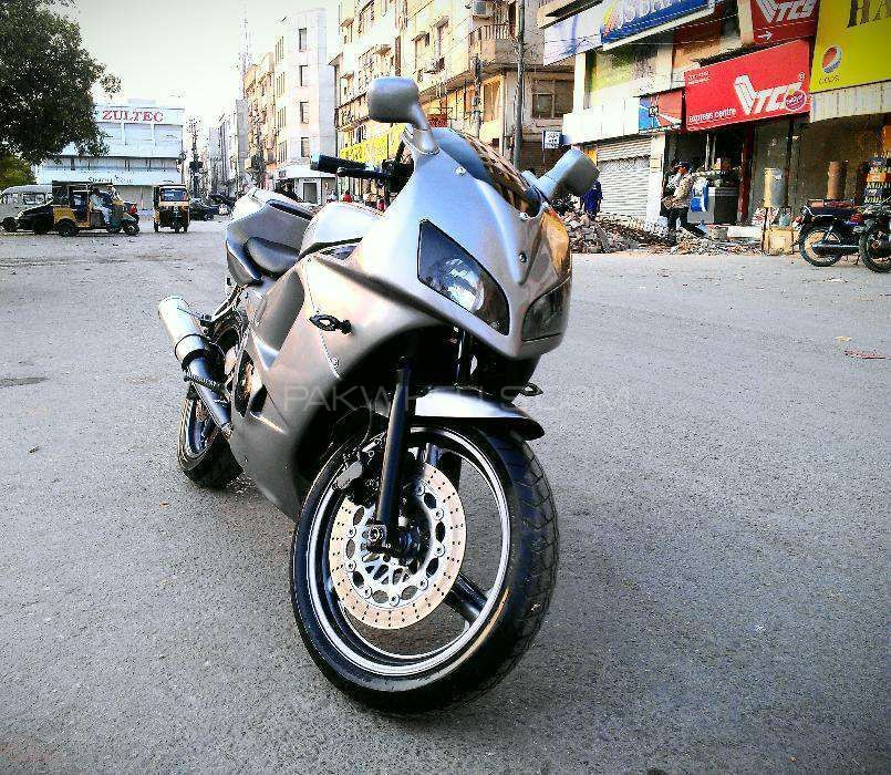 Honda CBR250 RR 1998 Image-1