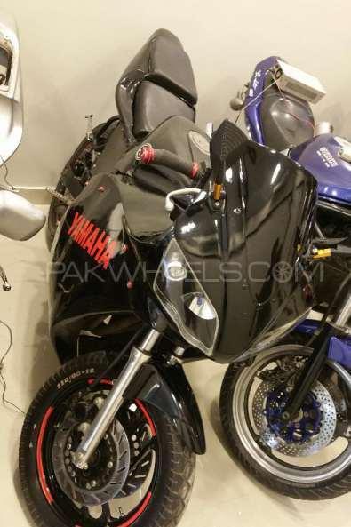 Yamaha FZR 400 1999 Image-1