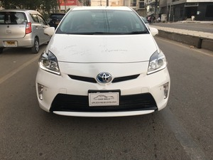 Toyota Prius S 1.8 2013 for Sale in Karachi