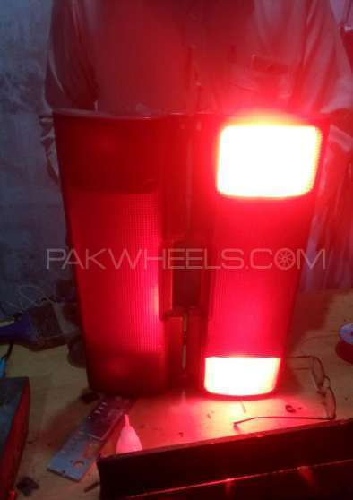 Suzuki Cultus Back Light Center Reflector Image-1