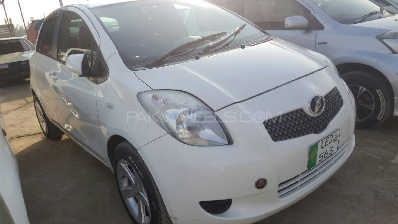 Toyota Vitz B Intelligent Package 1.0 2005 Image-1