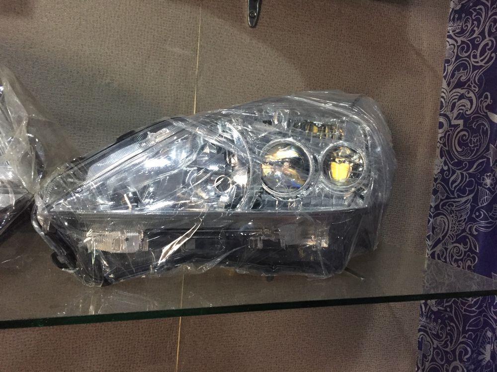 prius alpha left headlight Image-1