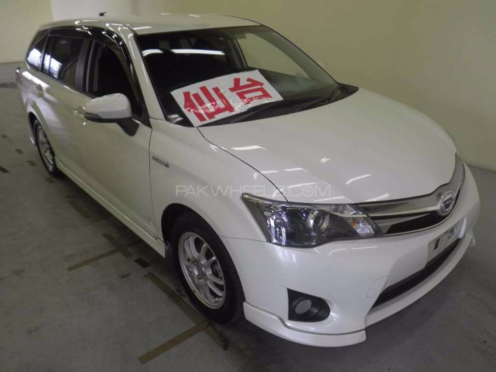 Toyota Corolla Fielder 2013 Image-1