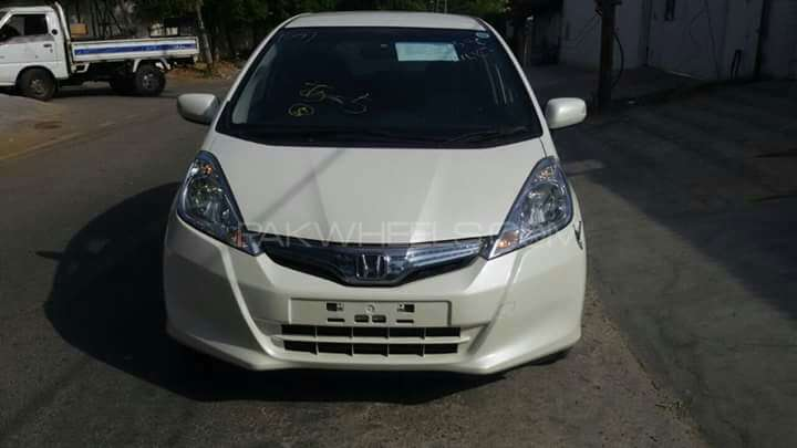 Honda Fit Hybrid L Package 2013 Image-1