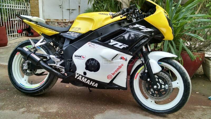 Yamaha FZR 400 1992 Image-1