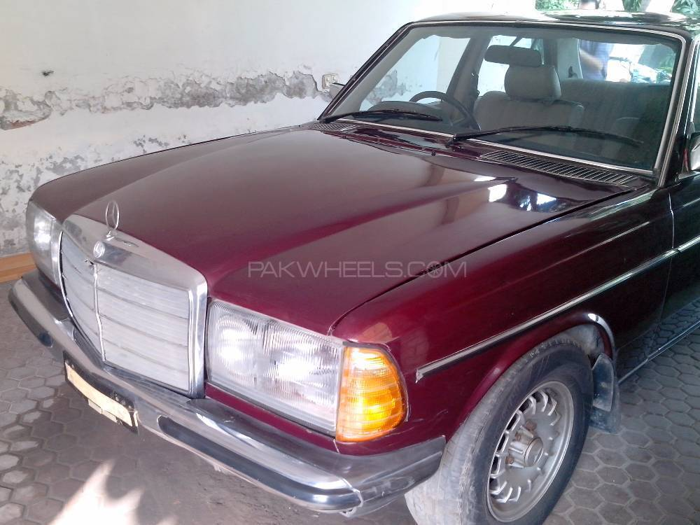 Mercedes Benz D Series 1985 Image-1