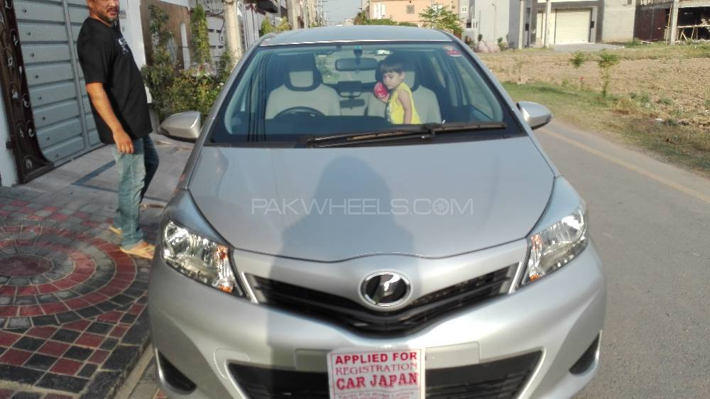 Toyota Vitz F Smart Stop Package 1.3 2013 Image-1