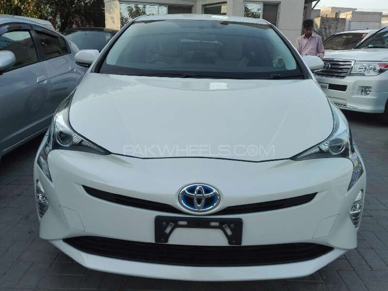 toyota prius s touring selection 1 8 2015 for sale in lahore pakwheels. Black Bedroom Furniture Sets. Home Design Ideas
