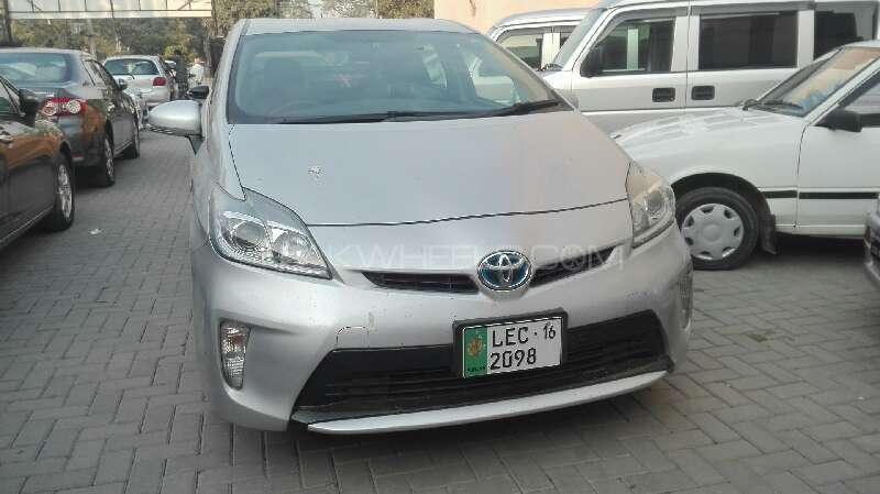 Toyota Prius S 1.8 2012 Image-1