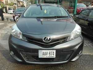 Toyota Vitz 2013 for Sale in Lahore