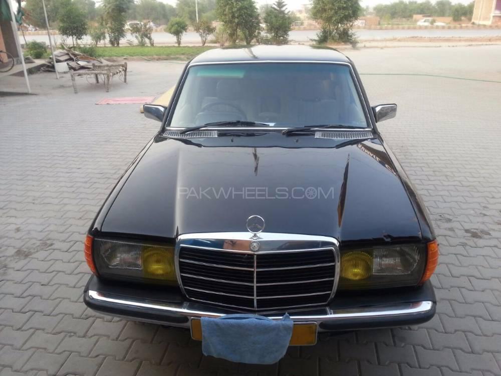 Mercedes Benz E Class E230 1985 Image-1