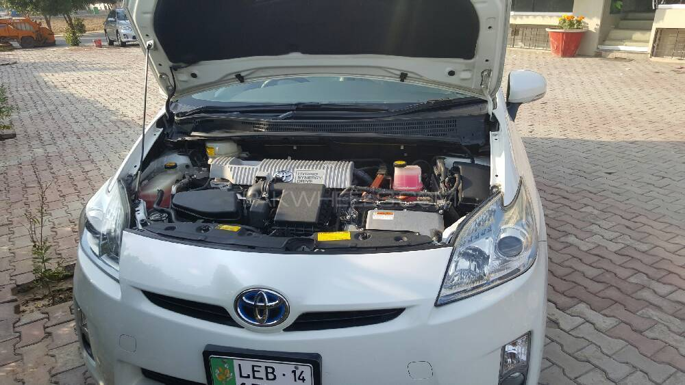toyota prius s 1 8 2010 for sale in lahore pakwheels