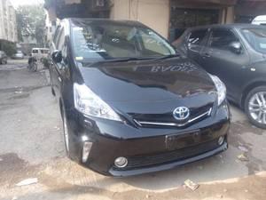 Toyota Prius Alpha S Touring 2013 for Sale in Karachi