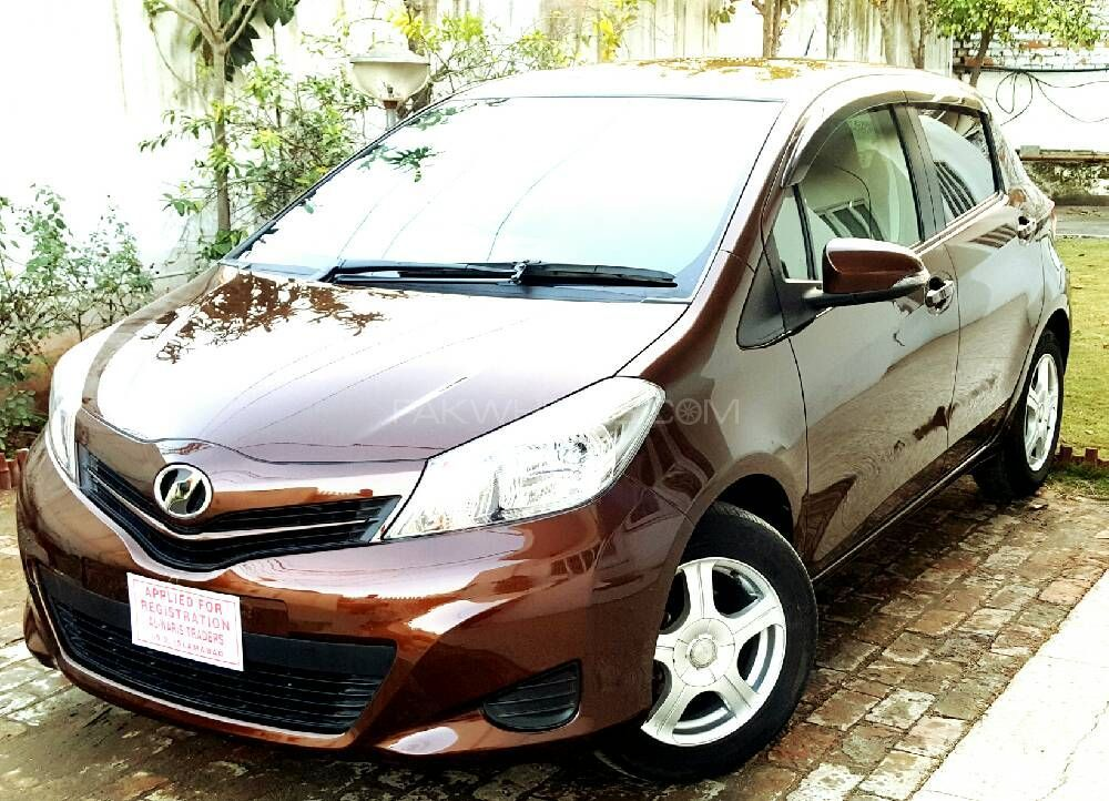 Toyota vitz f chambre a paris collection 1 0 2013 for sale for Chambre cars