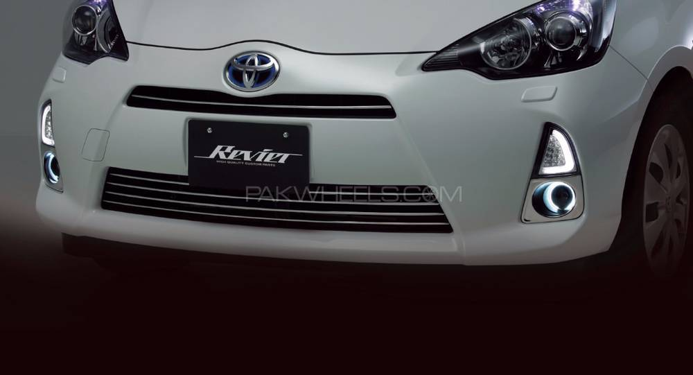 Toyota Aqua DRL 3D Winker Lens with Turn Signals (Japanese) Image-1