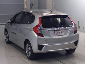 Slide_honda-fit-hybrid-f-package-2014-15252485