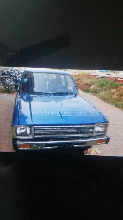 Toyota Hilux Double Cab 1982 Image-1