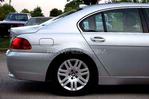 Slide_bmw-7-series-735i-2003-15772995
