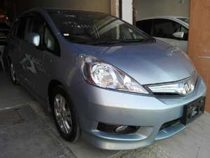 Slide_honda-fit-hybrid-base-grade-1-3-2013-15971115