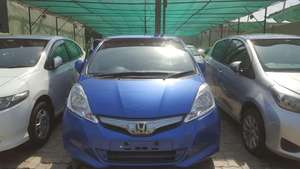 Slide_honda-fit-hybrid-10th-anniversary-11-2012-16014582