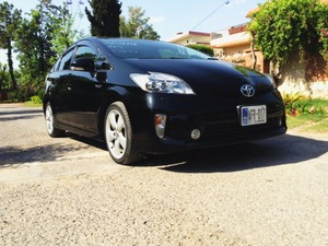 Slide_toyota-prius-1-8g-touring-selection-2013-16129741