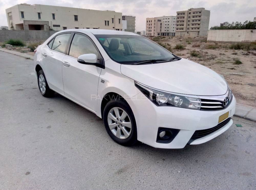 toyota corolla altis cvt i 1 8 2015 for sale in karachi pakwheels. Black Bedroom Furniture Sets. Home Design Ideas