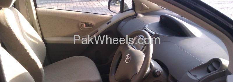 Toyota Vitz 2008 Image-3