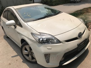 Slide_toyota-prius-g-touring-selection-leather-package-1-8-2014-17028097