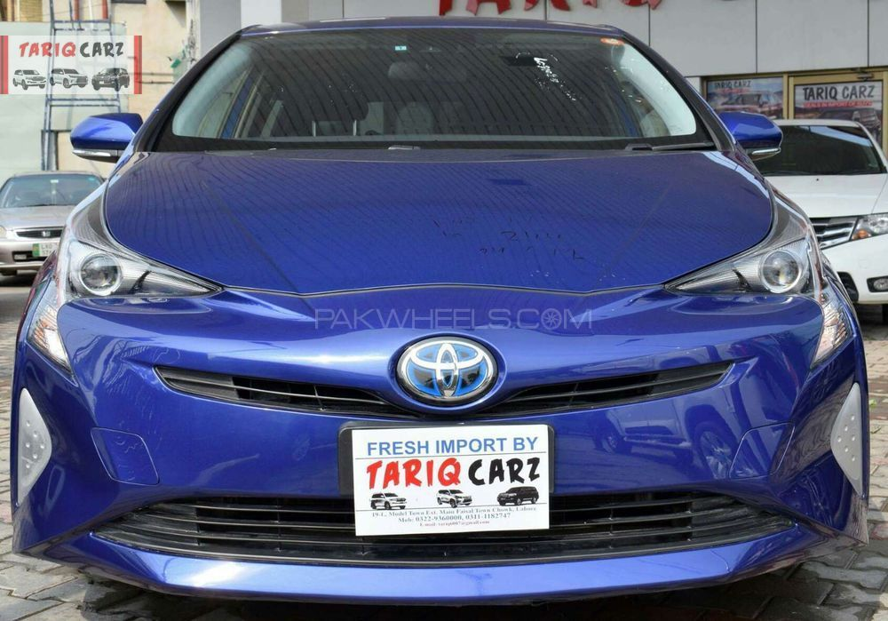toyota prius s 1 8 2015 for sale in lahore pakwheels. Black Bedroom Furniture Sets. Home Design Ideas