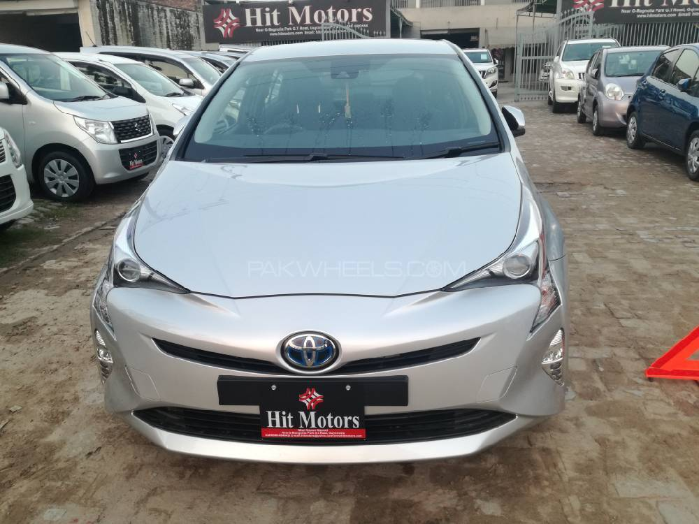 toyota prius a premium touring selection 2017 for sale in gujranwala pakwheels. Black Bedroom Furniture Sets. Home Design Ideas